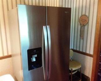 Like new whirlpool fridge!