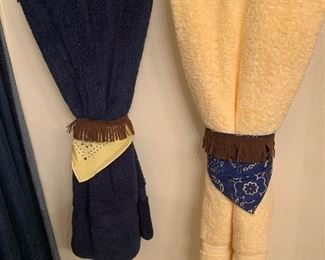 $14~ SET OF WESTERN ACCENT TOWELS
