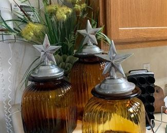 $78~ ARTLAND AMBER RIBBED SQUARE GLASS SET OF THREE PEWTER TOP CANISTERS WITH STAR OF TEXAS MOTIF .