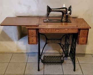 Antique 1910 Singer #66 Treadle Sewing Machine