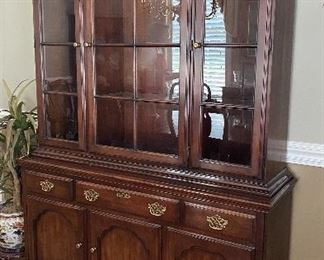 Statton china cabinet, lighted, glass shelves $195
