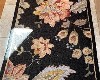 """20% off of $55 Floral rug 2'6"""" x 6'  2 of 2"""