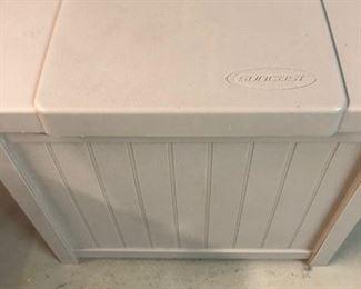 Hose storage cabinet