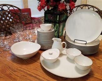 Syracuse Chevy Chase Dish Set