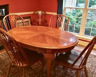 Thomasville Dining Table with 6 Chairs and a Leaf.  In very good condition.