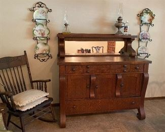 Beautiful Tiger Oak Antique/Vintage Buffett. Excellent Shape