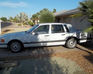 1990  Town Car 76874 miles, cold a/c, very nice car for its age.  All electric, everything works .  One owner, always garaged. $3500-00 or best offer.