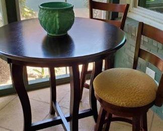 Mahog bar table w. 2 stools