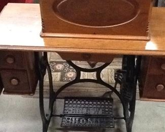 1900's New Home Sewing Machine w/cover