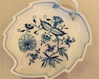 Meissen Blue Onion Leaf Bowl - $20 - 7""