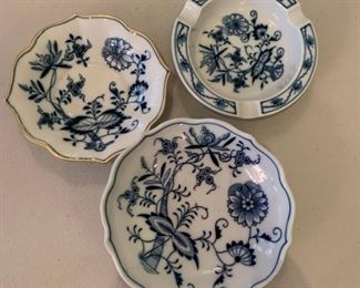 Meissen Blue Onion Ashtray and Small Dishes - $15 - Largest size 6""