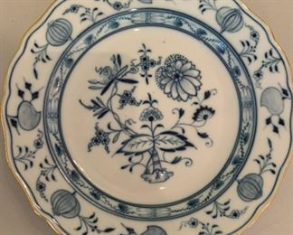 Gold Rimmed Meissen Blue Onion Dinner Plate - $25 - 10""