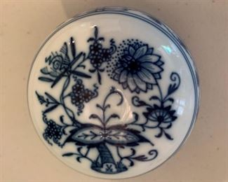 Alternate view - Meissen Blue Onion Jar - $25 - 3.5""