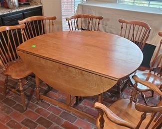 Early American Dining Set