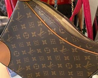 Genuine vintage Louis Vuitton! Stitching color/direction and stamp all all match to genuine LV.