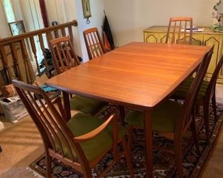 Denmark Table with 6 Chairs 2 Leaves