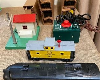Lionel train with five cars and a stationF