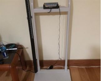 Electronic doctor's scale up to 500 lbs.