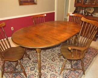 Table with 5 (1 captain and 4 other) chairs from Heywood Wakefield