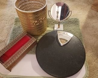 Vintage Bathroom Set with cool old scale (working)