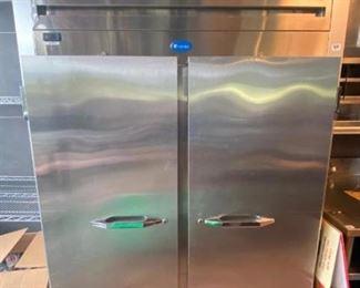 2-Door Reach-in Refrigerator Randell model 2020