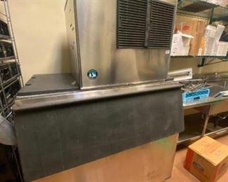 Ice machine with bin Hoshizaki model KML-631MAH