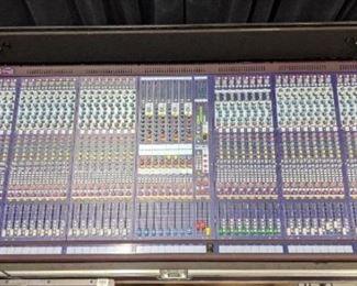 Mixing board with hard case Midas Verona 480