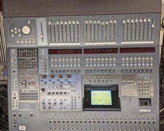 Yamaha DM 2000 Digital production console