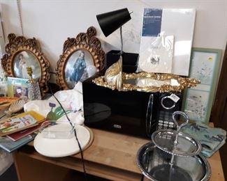 nice microwave,rubbermaid turntables,desk project,art supplies