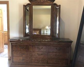 1.a Dresser