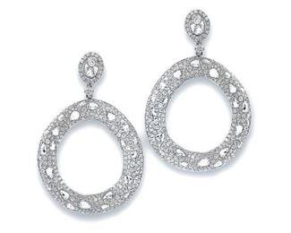 A PAIR OF CIRCULAR DIAMOND EARRINGS, 9.61 CARATS