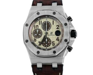 MEN'S AUDEMARS PIQUET ROYAL OAK OFFSHORE CHRONOGRAPH Men's Audemars Piguet Royal Oak Offshore Chrongraph, automatic movement, steel case, with crocodile skin strap. 2015. Very good condition, worn with little to no sign of wear, with original box and papers.