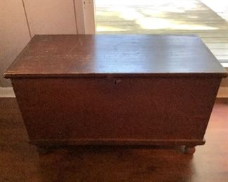 Early 6 Board Blanket Chest with Bun Feet