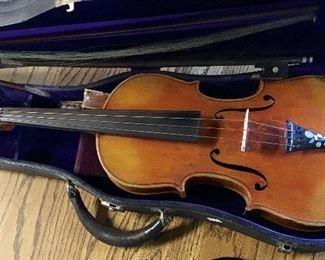 Vintage Violin with broken bow