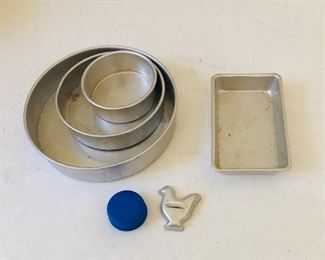 Childs cook set. See the blue water bottle top to gauge size