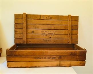 Vintage piggly wiggly shipping crate