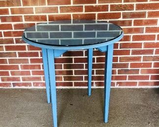 Pretty round blue table with tempered glass