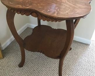 Oak Clover Leaf Table