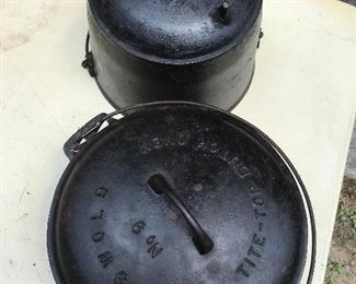 Griswold No. 9 Tite-Top Dutch Oven, Cast Iron Footed Gypsy Pot (Stamped BA8)