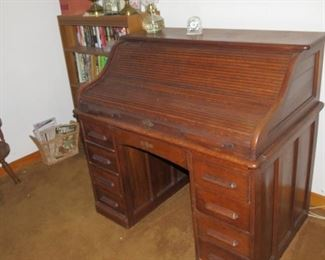 ANTIQUE OAK ROLL TOP DESK.