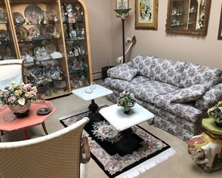 Sofas & occasional chairs & tables