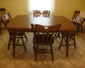 Dining table with 3 leaves and 4 chairs