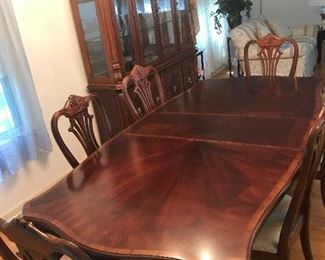 """Dining room table with 2 - 15"""" leafs and 6 chairs ! As pictured with one leaf measures 87"""" x 44""""  Available for purchase before sale. $750"""