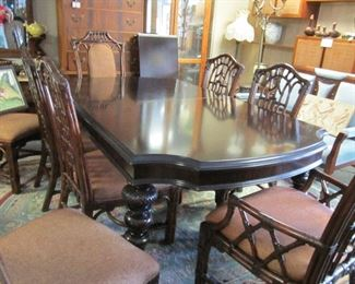 Lexington furniture table, 8 chairs, 2 leaves and pads