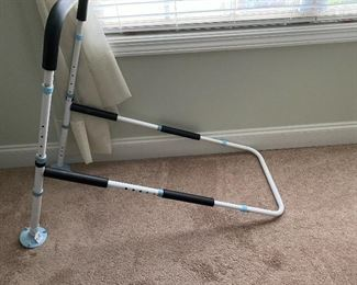 Adjustable bed rail that goes between the mattress and boxsprings of the bed
