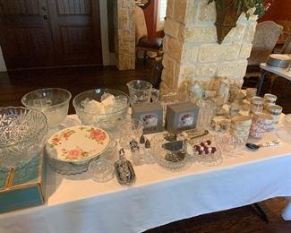 Glassware, cake stands