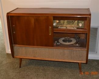 Delmonico Vintage Stereo/with Bar Cabinet.  The Cabinet is in perfect condition.  I have not plugged it in as of the time of this ad but the condition is exceptional!