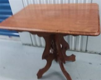 Wood Pedestal Table 29 x 30 x 32 in