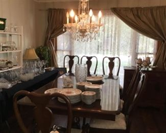 Kendall Dining table and Chairs with two Leaves