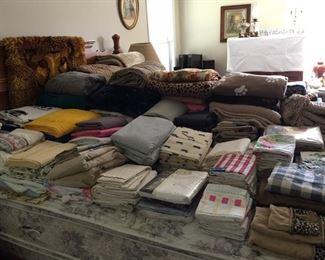 Assorted Sheets, Pillowcases, Beach/Bath Towels